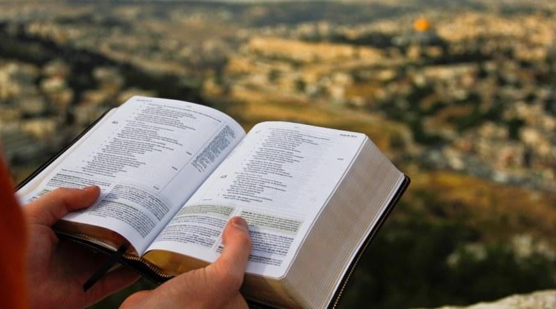 Uluitoare poveste! De la analfabetism, alcoolism, viata dezordonata o femeie a ajuns sa traduca din Biblie