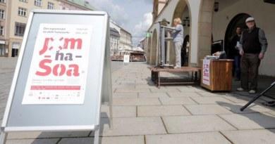 Jména obětí holocaustu dnes veřejně zazní ve 13 městech