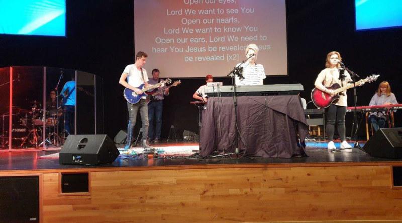 Evangelizační koncert chválicí skupiny Bezkompromisu v Norsku…3.část